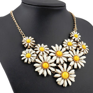 Adorable Daisy White & Yellow 🎁Statement Necklace